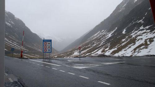 Vor dem Grenztunnel nach Spanien