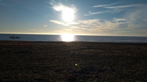 Sonne und Mittelmeer und Strand