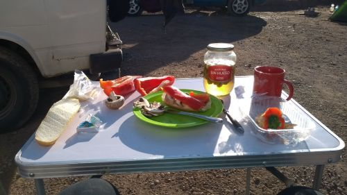 Frühstück ungeschönt, Baguette, Champignons und Paprika